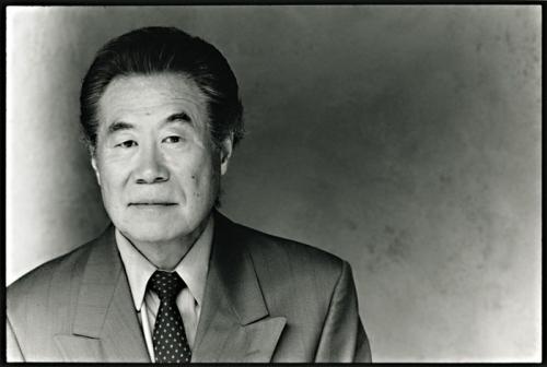Sab Shimono headshot